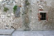 Mattoni e Pietre: I Segni del Passato
